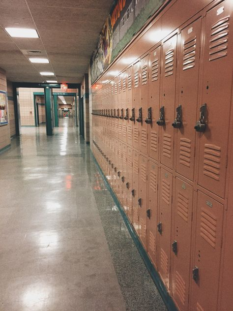 High School Students Singing A Racist KKK-Themed 'Jingle Bells' Spark Outrage Usa High School, American High School, High School Students, High School Lockers, High School Story, High School Photos, After School, Back To School, Middle School