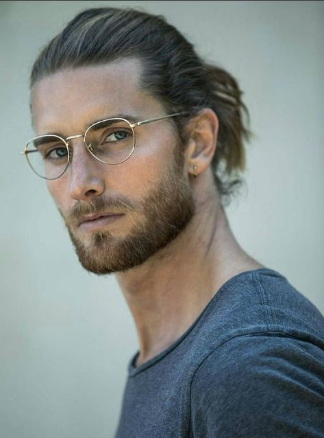 Man bun hairstyles, hairstyles with glasses, beard styles for men Handsome Men Quotes, Handsome Arab Men, Beard Styles For Men, Hair And Beard Styles, Mens Long Hair Styles, Man Bun Styles, Stylish Beards, Fotografie Portraits, Best Beard Oil