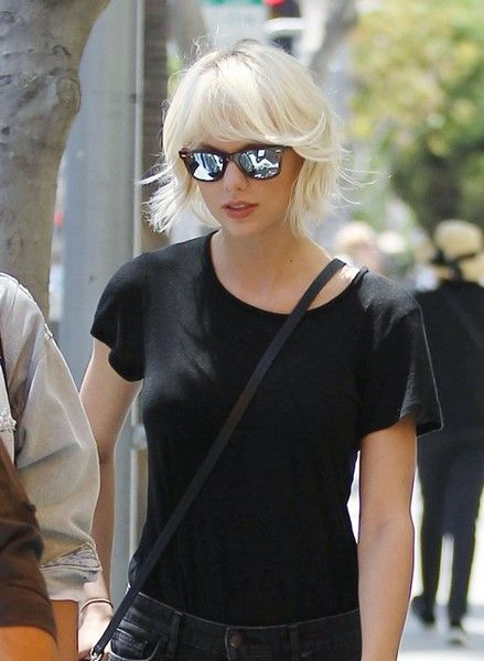 Taylor Swift has spotted out for lunch at M Cafe in Beverly Hills on April 28, 2016. Taylor recently invited Julia Roberts to join her for an onstage cameo at her 1989 Tour.