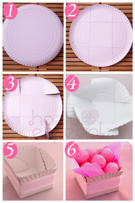 Idea para decorar tu mesa de cumple: Recipientes con platos de cartón.