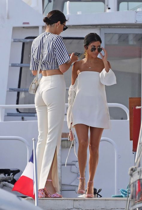 STYLECASTER | Summer Outfit Ideas | Vacation Outfit Ideas | Summer Vacation Outfits | Summer Style | Kourtney Kardashian    #summeroutfit #summershoes #vacationoutfit
