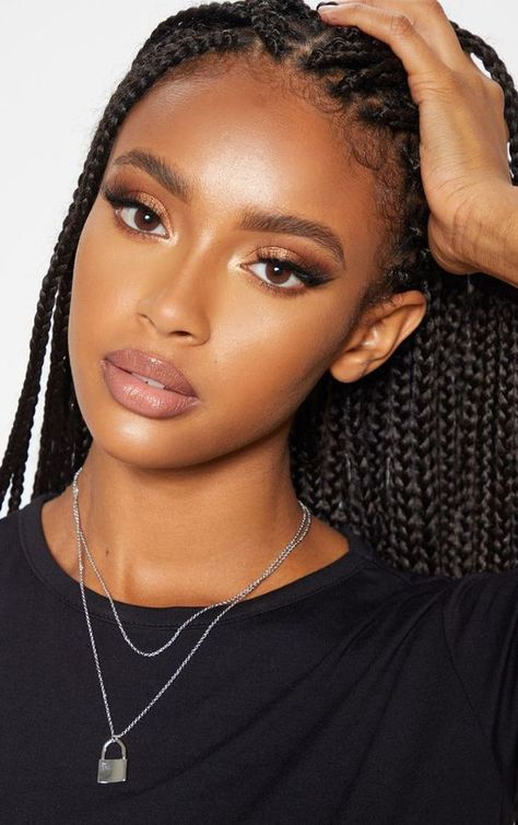 natural makeup for black women * natural makeup - natural makeup for brown eyes - natural makeup for black women - natural makeup tutorial - natural makeup looks - natural makeup for blue eyes - natural makeup videos - natural makeup for green eyes Dark Skin Makeup, Hair Makeup, Eye Makeup, Dark Skin Beauty, Soft Makeup, Pretty Makeup, Black Beauty, My Hairstyle, Braided Hairstyles