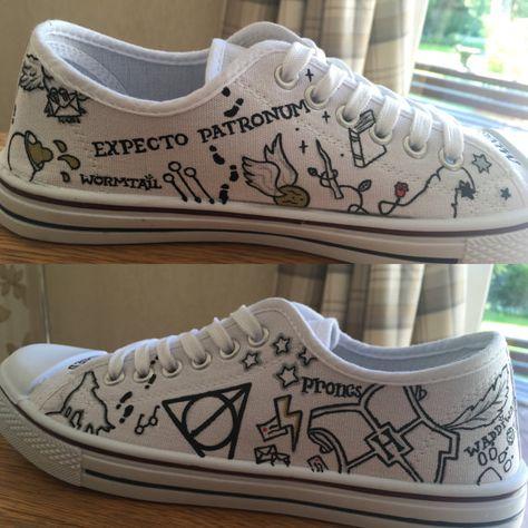 Articles similaires à Harry Potter inspiré (minimaliste) peintes en chaussure de toile de marque Converse/moins cher sur Etsy