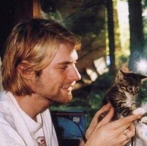 ҜURT CΩβΔIΠ🚬 — ~Kurt with cats