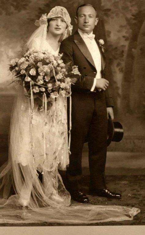 Stunning 1920s Vintage Wedding photo standing