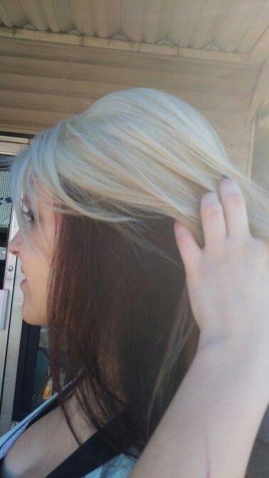 Platinum Blonde Burgundy Red Underneath Hair Color Idea Danak Haare Blon Blon Golden Blonde Hair Color Dark Underneath Hair Hair Color Underneath