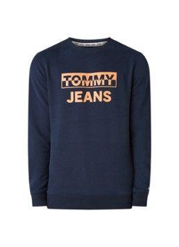 Op Zoek Naar Tommy Hilfiger Sweater Met Logoprint Vind Je Favoriete Items Bij De Bijenkorf Vandaag Voor Tommy Hilfiger Sweater Tommy Hilfiger Man Mens Shirts