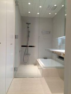 在来工法浴室とユニットバス 建築家とつくる家 ユニットバス 浴室