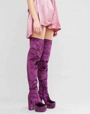 ASOS – KEATS – Overknee Stiefel aus Samt mit Plateausohle