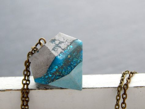 Necklace – diamond of concrete and resin with glitter
