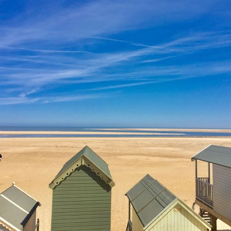 wells beach huts book your dog and child friendly holiday in rh pinterest fr