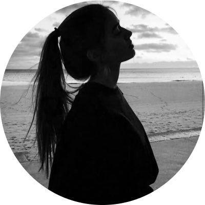 مـدونـاتـي Photography Inspiration Portrait Girl Silhouette Black And White Photography Portraits
