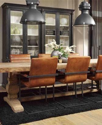 Deze stijl vind ik helemaal het einde: de perfecte kleur van de stoelen in combinatie met de industriële donkergrijze en zwarte look!