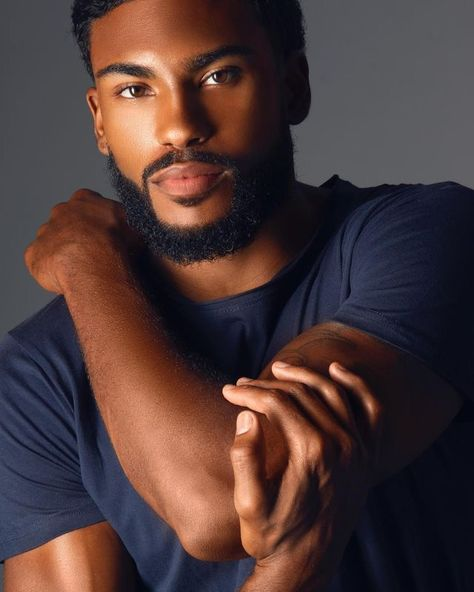 The moment the black man was so gorgeous with his outfit! Men In Black, Cute Black Guys, Gorgeous Black Men, Cute Guys, Beautiful Men, Black Muscle Men, Black Men Beards, Handsome Black Men, Engagement Outfit For Man