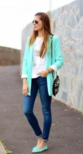 Combina El Color Aguamarina 12 Ideas Geniales Para Tus Outfits Pantalon Azul Marino Combinar Combinar Pantalon Azul Ropa
