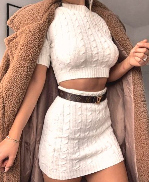 30 stunning nigh out outfits #dailyfeedpins.com #nightout #stunningfashion #WomenFashion #WomenOutfits