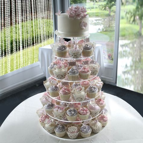 Lilac and pink cupcake tower – Wedding Cakes With Cupcakes Cupcakes Rosa, Pink Cupcakes, Wedding Cakes With Cupcakes, Cupcake Tower Wedding, Sweet 16 Cupcakes, Simple Cupcakes, Rustic Wedding Cupcakes, Spring Wedding Cakes, Easy Wedding Cakes
