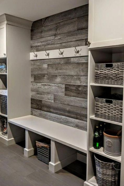 Mudroom Ideas - DIY Rustic Farmhouse Mudroom Decor, Storage and Mud Room Designs.Mudroom Ideas - DIY Rustic Farmhouse Mudroom Decor, Storage and Mud Room Designs We Love - Involvery Small Mudroom Ideas, Pallet Mudroom Ideas, Diy Pallet, Pallet Ideas, Rustic Entryway, Entryway Ideas, Rustic Closet, Entrance Ideas, House Entrance