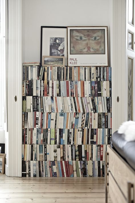 Who needs a bookshelf in a small space? A great idea for an alcove #smallspaceideas #bookshelves #booklovers #alcoveideas