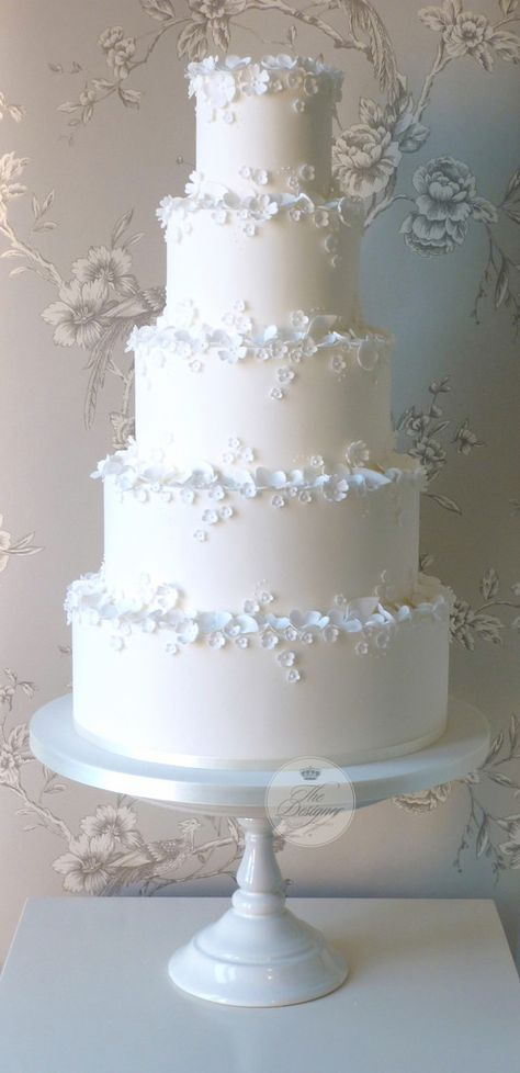 Wedding cakes – Elegant and unique arrangements to build a fascinating yet charm… - Cake Decorating Cupcake Ideen Floral Wedding Cakes, Wedding Cake Rustic, White Wedding Cakes, Elegant Wedding Cakes, Elegant Cakes, Wedding Cake Designs, Wedding Cake Toppers, Cake Wedding, Wedding Cake Vintage