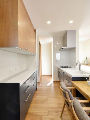 冷蔵庫は写真正面の位置に設置 注文住宅 住宅 キッチン