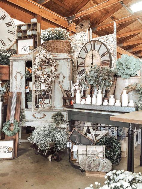 Vintage Booth Display, Vintage Store Displays, Antique Booth Displays, Antique Booth Ideas, Craft Booth Displays, Booth Decor, Display Ideas, Antique Mall Booth, Vintage Market