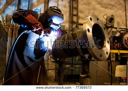 Welder With Protective Equipment In Factory 写真 写真 素材