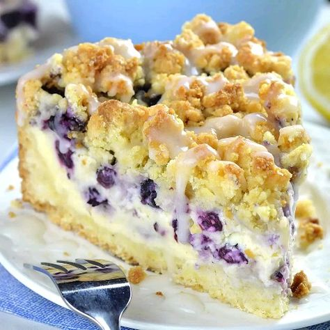 Blueberry Cheesecake Crumb Cake - creamy and smooth cheesecake is bursting with blueberries!#crumbcake #coffecake #blueberry #cheesecake