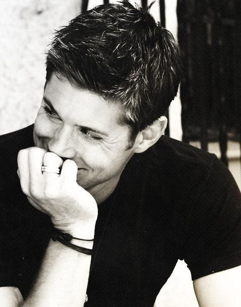 Sorry guys, its happening again. Found another show to love with ridiculously attractive characters. Jensen Ackles - Yum! #supernatural Mais