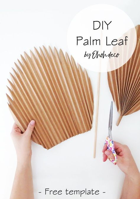 Dried palm leaves make a cute and natural decor. You can easily make   some with brown paper. Grab the free template and start making a few   palm leaves. #palm #leaf #leaves #paper #crafts #diy #decor #craft   #template #wall #walldecor #vase #arrangement #wallart #installation   #howto #display   #interior #ideas #hanging #simple #projects #easy #print Easy Paper Crafts, Diy Crafts For Kids, Diy Décoration, Easy Diy, Paper Leaves, Leaf Template, Diy Papier, Paper Flowers Diy, Flower Crafts