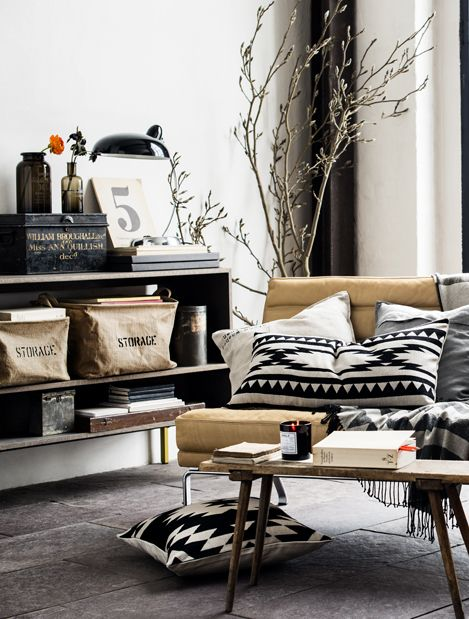 love the #graphic #pillows against the #yellow #chair #roomhints