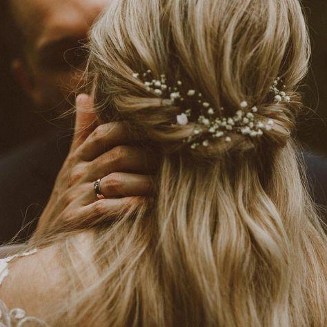 Brautfrisur mit Schleierkraut #updosweddinghair