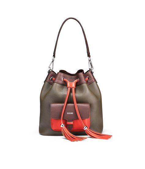 A day to night essential: a bucket bag. Do you like the military-coral color combo? #dizaind #dizaindbags #swissfashion #swissbrand #madeinitaly #sustainablefashion #slowfashion #madetoorder #custommade #custombag #bespokebag #sustainablebrand #italianleather #handmade #italiancraftsmanship #whomademybag #buylesschoosewell #ethicalfashion #bagaholic #monogram #bagoftheday #monogrammedbag #instabag #italianleather #fullgrainleather #naturalleather #leatherbag