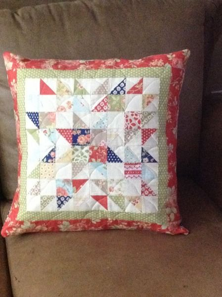 Summer Star Mini Quilts - A Quilting Life Small Quilts, Easy Quilts, Mini Quilts, Sewing Pillows, Diy Pillows, Pillow Ideas, Throw Pillows, Patchwork Cushion, Quilted Pillow
