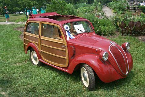 ...ovvero quelle automobili con la parte posteriore realizzata in legno. In occasione del 31° raduno tenutosi in California, il Wavecrest, p...