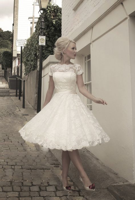 Real Image! Cap-sleeves Jewel Zipper Up With Buttons Lace Sash With Bows Short wedding gown tea length wedding dresses $129.00