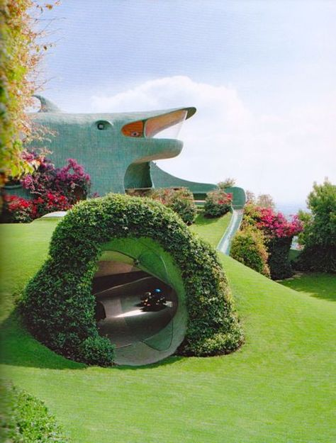 Home of Architect Javier Senosiain, Mexico City, built 1984 Another very unusual design by this architect. Green Architecture, Organic Architecture, Futuristic Architecture, Beautiful Architecture, Architecture Design, Pavilion Architecture, Residential Architecture, Contemporary Architecture, Landscape Architecture