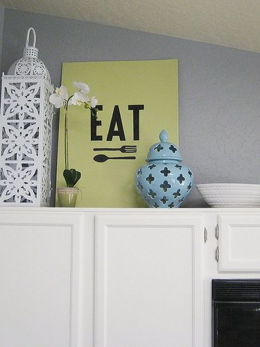Love this over the cabinet....if only i had time to make it - SO EASY!