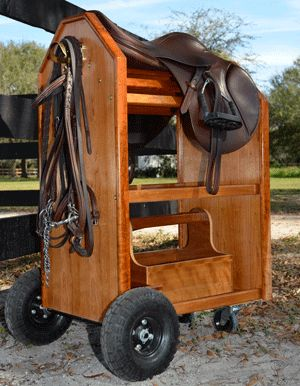 Lovely saddle cart and tack box. Great idea for the barn Lovely saddle cart and tack box. Great idea for the barn - Art Of Equitation Horse Tack Rooms, Horse Stables, Horse Farms, Tack Locker, Diy Locker, Tack Box, Tack Trunk, Saddle Rack, Saddle Swing
