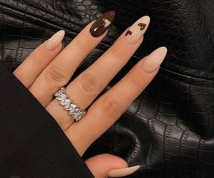 Brown Acrylic Nails, Simple Acrylic Nails, Brown Nails, Best Acrylic Nails, Acrylic Art, Acrylic Nails Designs Short, Brown Nail Art, Black Nails, Nails Ideias