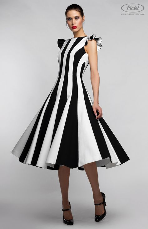 Combined sleeveless black-and-white slim-fit midi-dress in stretched genuine thick cotton. Hidden back zip closure. Flounced decoration. Round neck. Without pockets. On the photo: model is wearing a size S and is 181 cm.