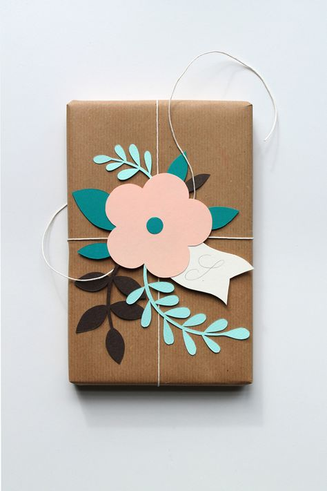 Paper flowers gift topper