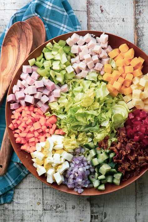 Chopped Chef Salad with Creamy Sweet Onion Dressing ~ the chef salad is an American institution, and probably the original main course salad. Chopped Chef Salad with Creamy Sweet Onion Dressing Ellisha e Chopped Cobb Salad, Italian Chopped Salad, Chopped Salad Recipes, Italian Salad, Chef Salad Recipes, Dinner Recipes, Cooking Recipes, Holiday Recipes, Healthy Salads