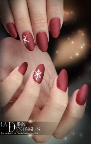 Ongles en résine rouges mat, Nail Art d\u0027hiver flocon