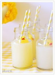 ducks/straws in drinks, how cute are these?!