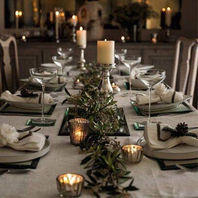 Beautiful Christmas Table Lovingly Repinned By Www Skipperwoodhome Co Christmas Decorations Dinner Table Christmas Table Centerpieces Christmas Dinner Table