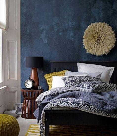 Idee Deco Chambre Adulte Lit Noire Mur D Accent Bleu Marine