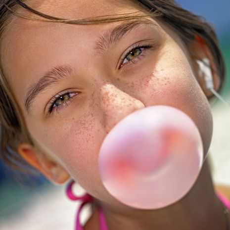 a HUGE list of things that POP... including homemade bubble gum! Fun for a summer activity with your kids!