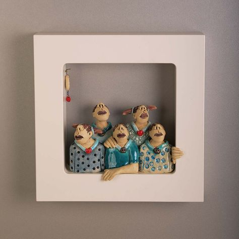 Out of the Box-Wallpieces-One Happy Family-Ans Vink keramiek Aus der Schachtel-Wandstücke-One Happy Family-Ans Vink keramiek