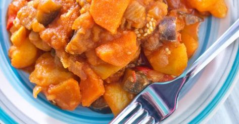 Recette de Ratatouille du soleil spécial bronzage au curry. Facile et rapide à réaliser, goûteuse et diététique. Ingrédients, préparation et recettes associées.
